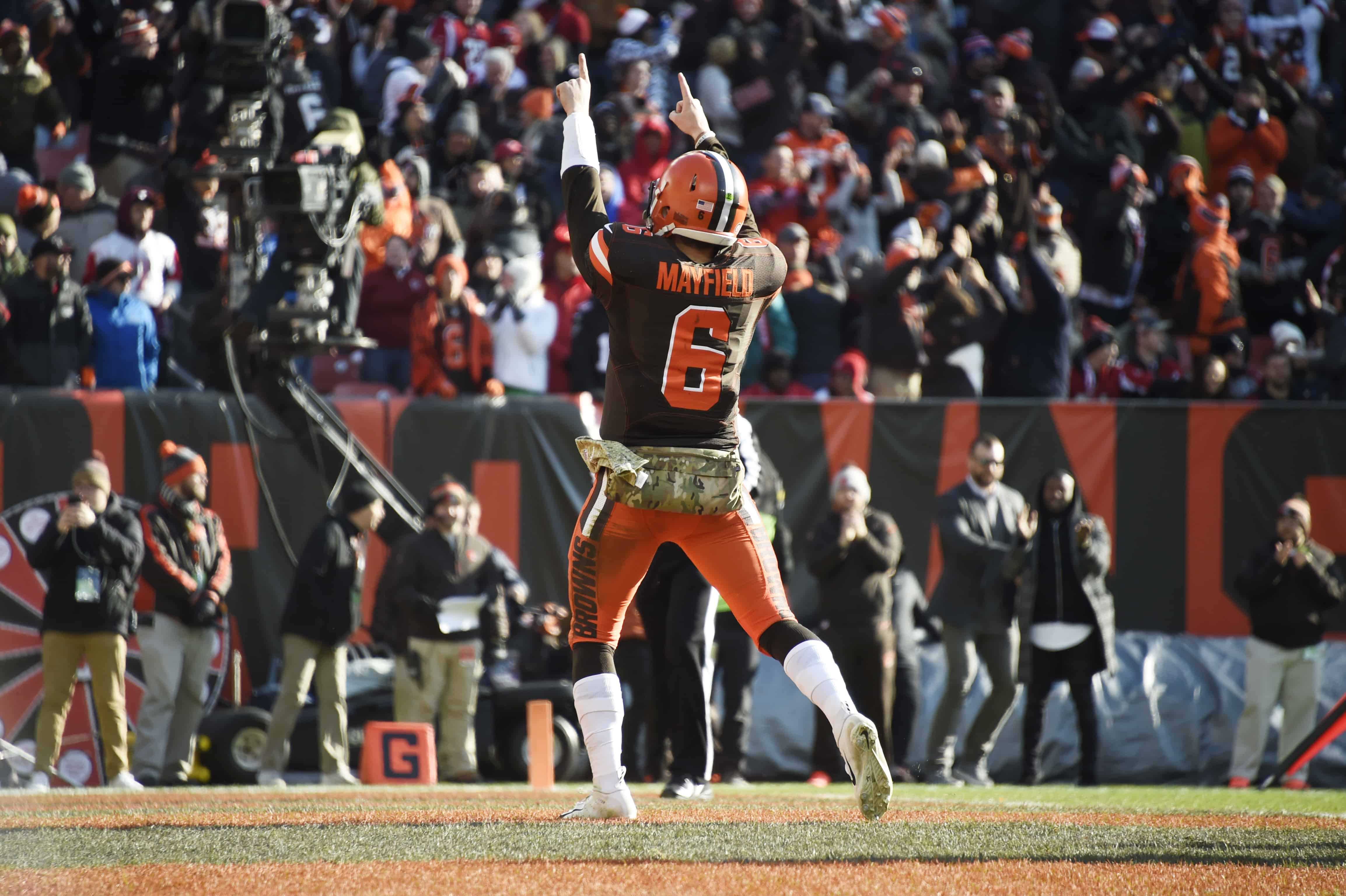 Baker Mayfield celebrates in end zone after scoring touchdown