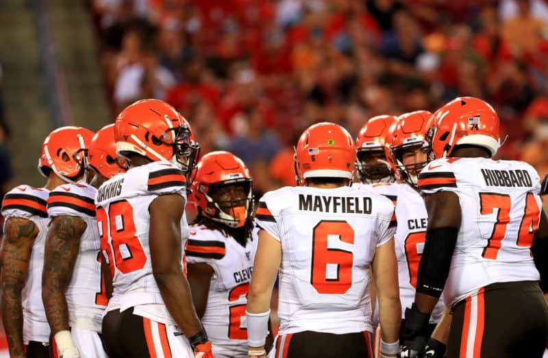 Baker Mayfield leads huddle for Browns