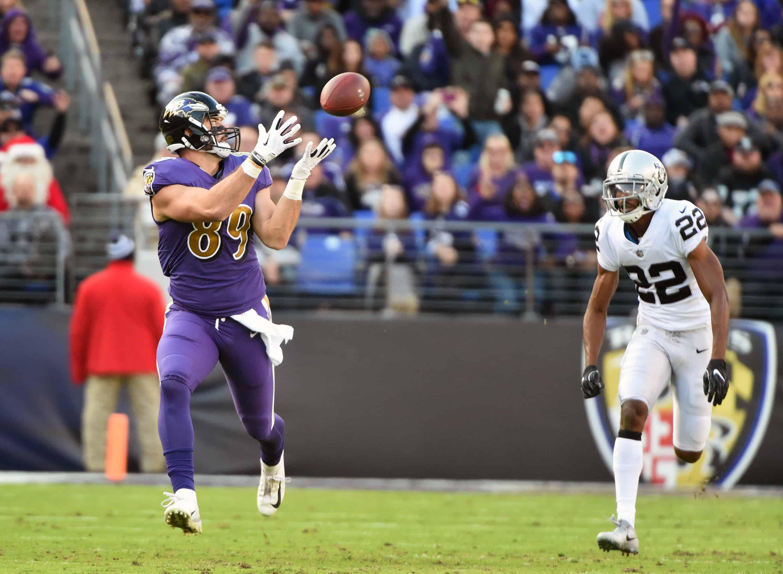 Ravens TE Mark Andrews catches pass against Raiders