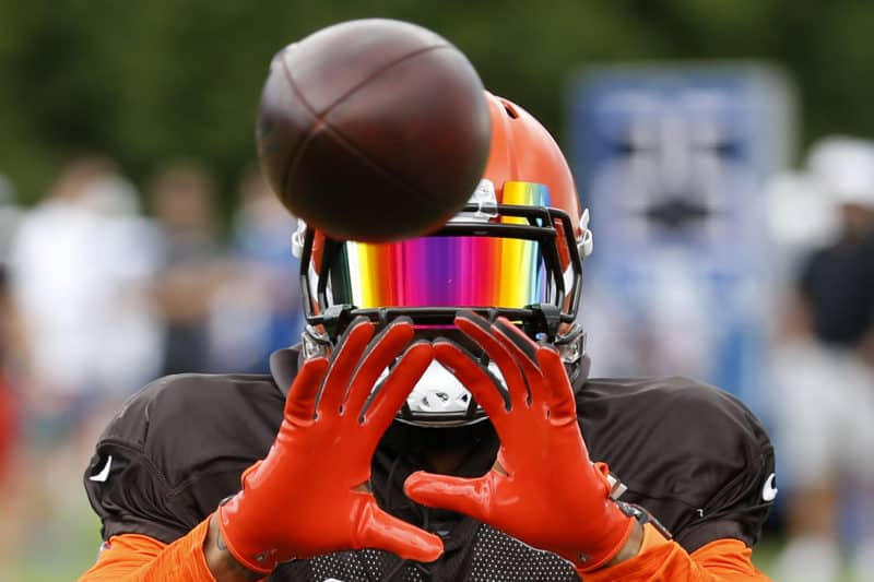 Odell Beckham catches pass at Browns training camp