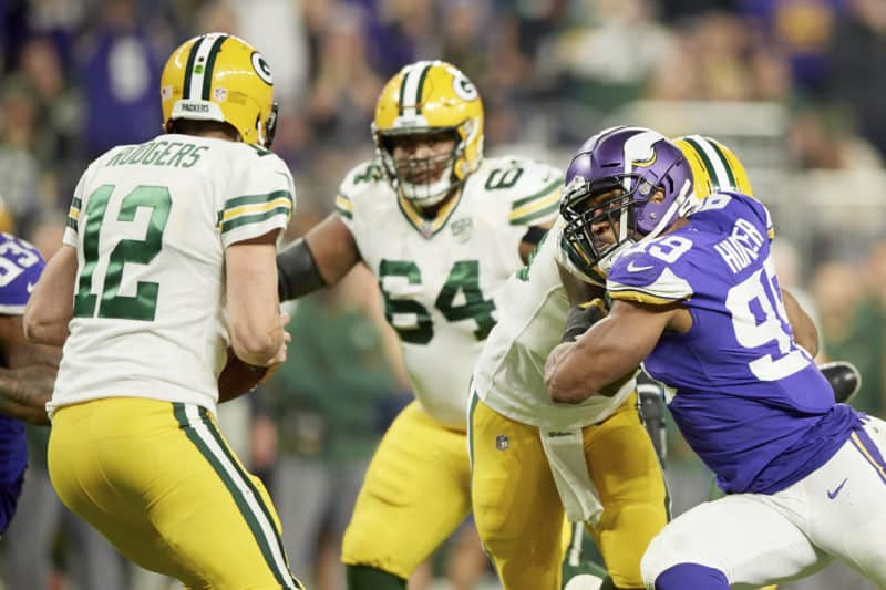 Danielle Hunter chases down Aaron Rodgers