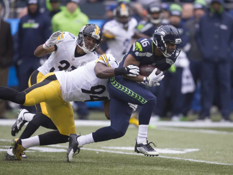 Seahawks WR Tyler Lockett catches pass against the Steelers