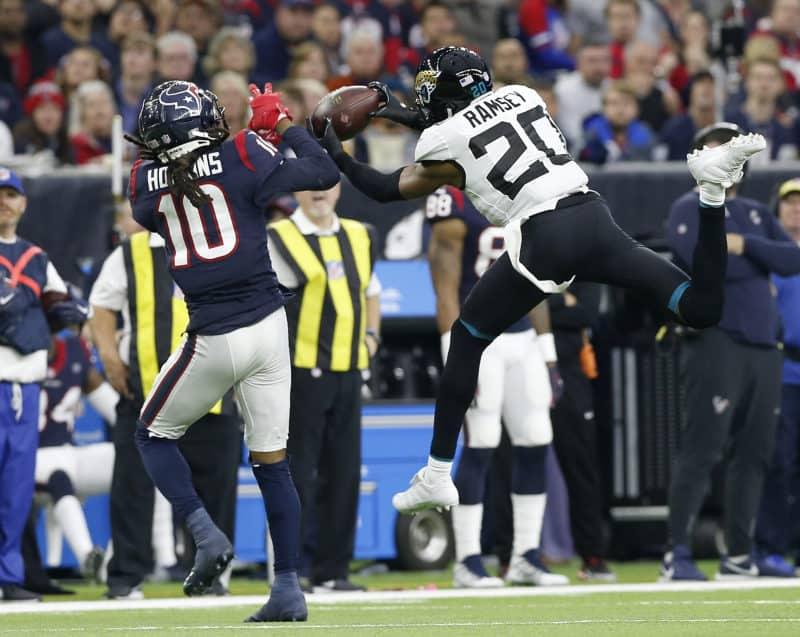 Jalen Ramsey and Deandre Hopkins fight for ball